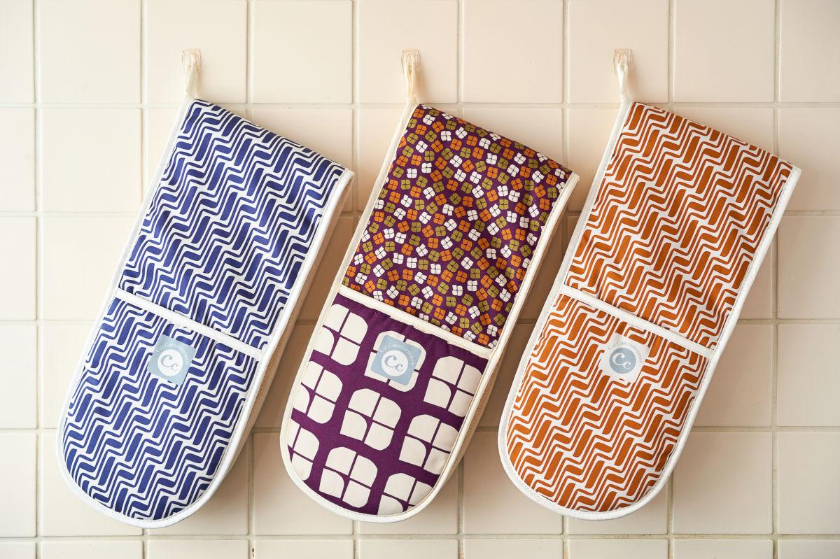retro pattern oven gloves